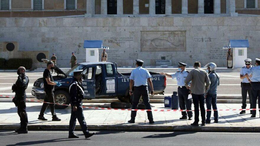 Yunan parlamentosunda çiftçi panik yarattı