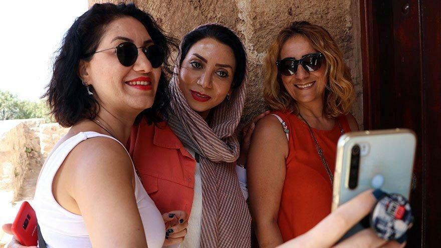 Van'a giden İranlılar, Akdamar Adası'nı gezdi
