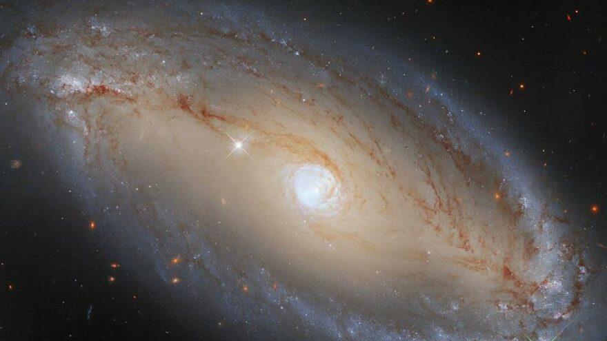 Hubble'dan yeni keşif: Uzayda gizlenen büyük bir göz görüntüledi