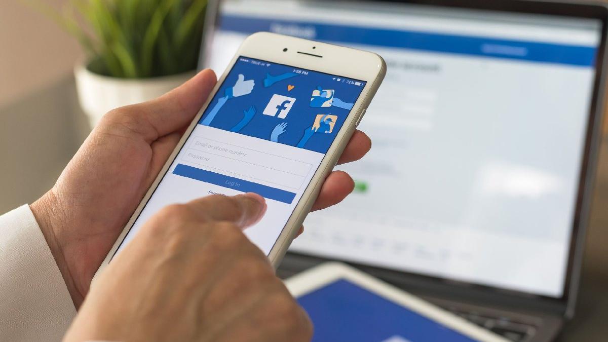 Erişim sorunu Facebook'u sarstı: Hisseler çakıldı, Zuckerberg bir gecede 6,7 milyar dolar kaybetti