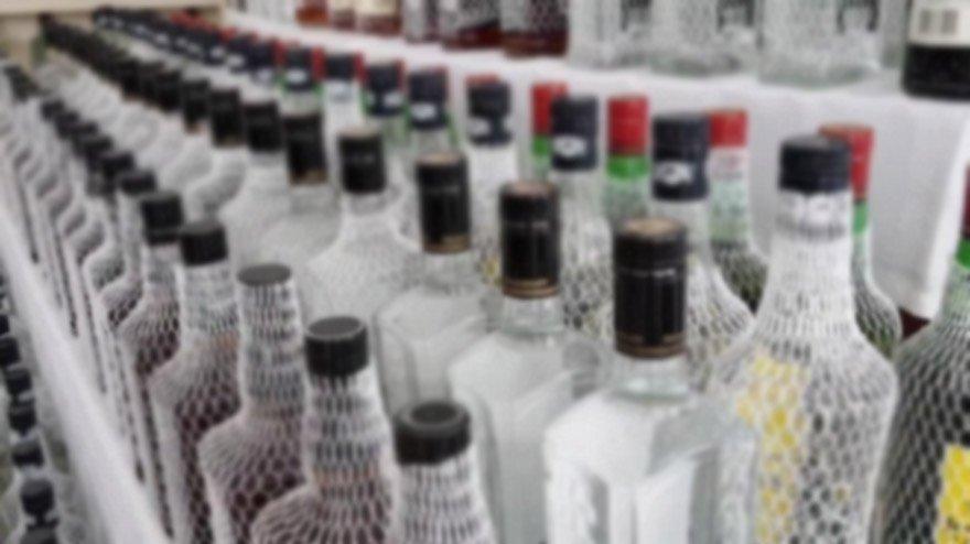 Evinde kurduğu düzenekle yüzlerce litre kaçak alkol üretti