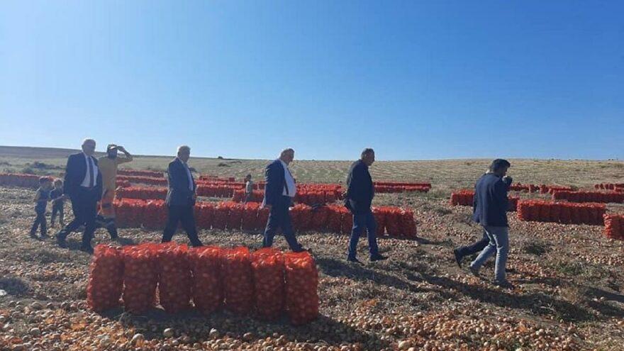 CHP'li vekiller, soğan üreticileriyle bir araya geldi