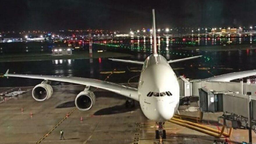Dünyanın en büyük yolcu uçağı İstanbul'a acil iniş yaptı