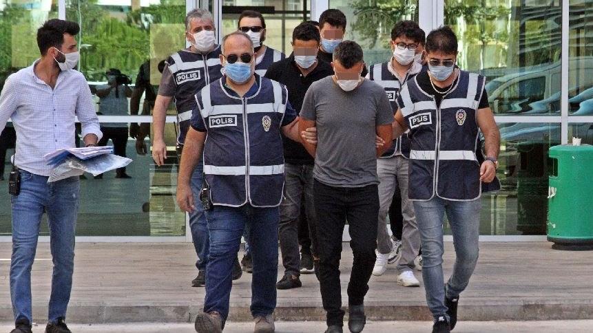 Polisiz diyerek Ürdünlü vatandaşa dehşet yaşattılar