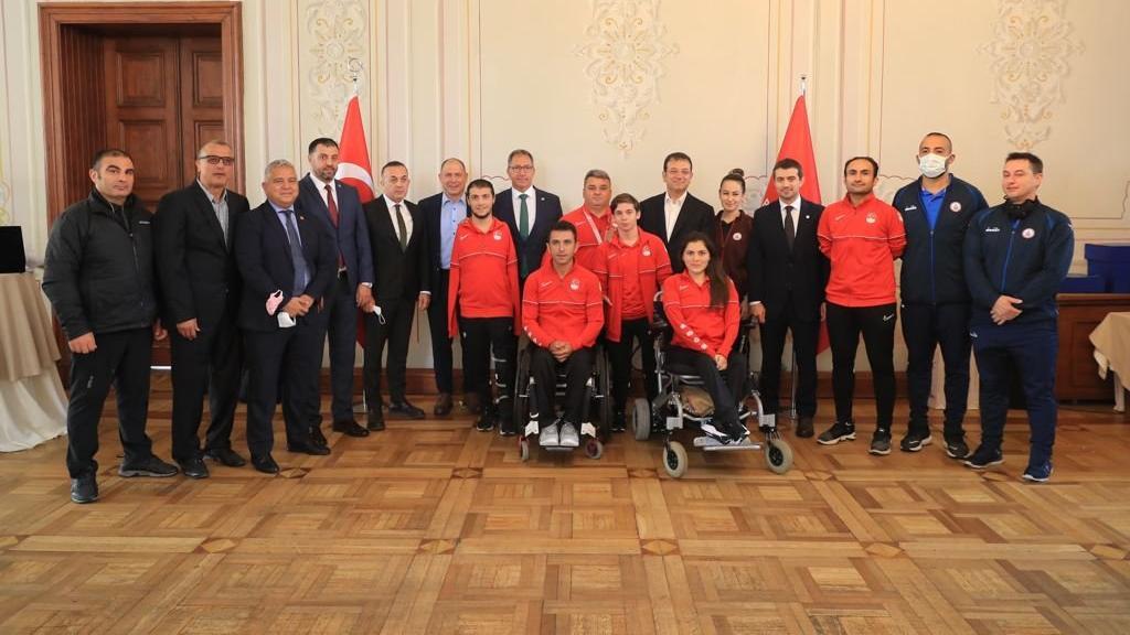 Ekrem İmamoğlu, İBB sporcularını ödüllendirdi