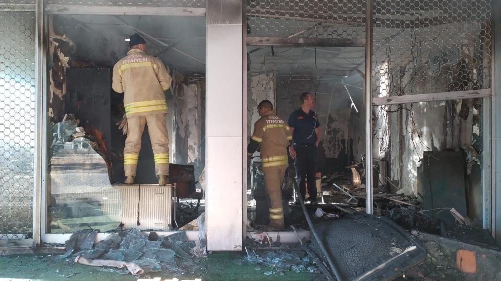 Kargo şubesi yandı, kargolar kül oldu
