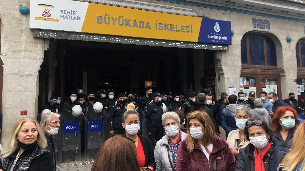 Polis, Adalar'da mahkeme kararına karşı direniyor