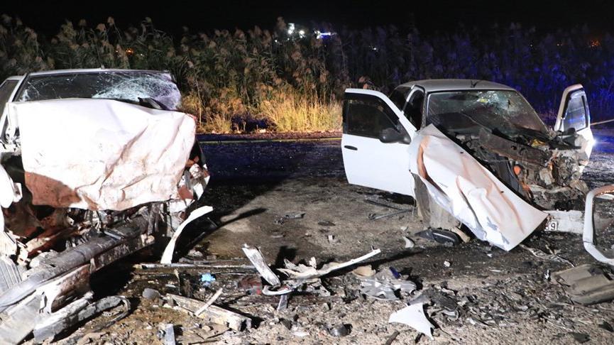 Şanlıurfa'da iki araç kafa kafaya çarpıştı: 2 ölü