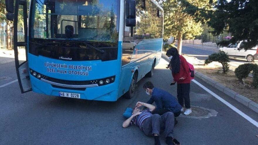 Otobüsün altında kalmaktan son anda kurtuldu
