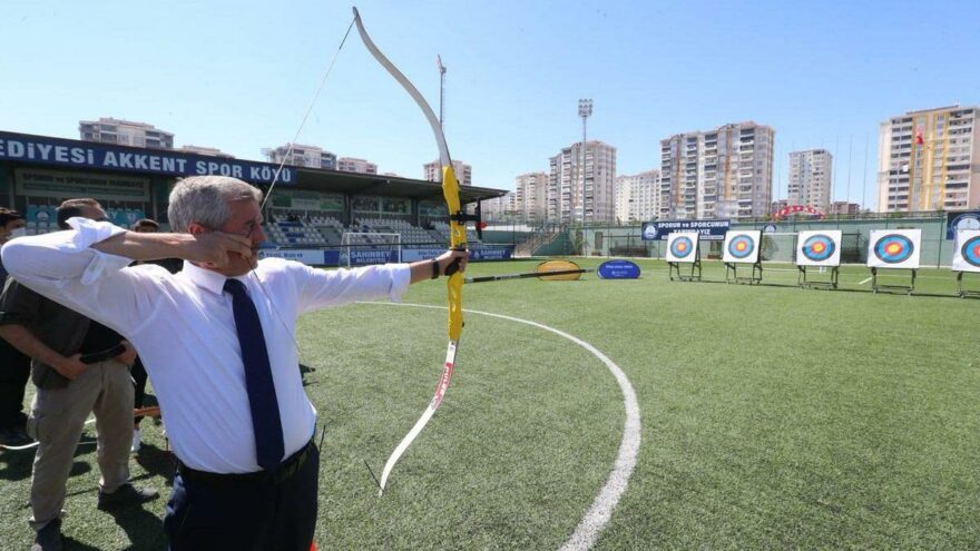 'Ya hak' deyip hedefi vuran AKP'li Başkan, 60 milyona okçuluk tesisi yapacak
