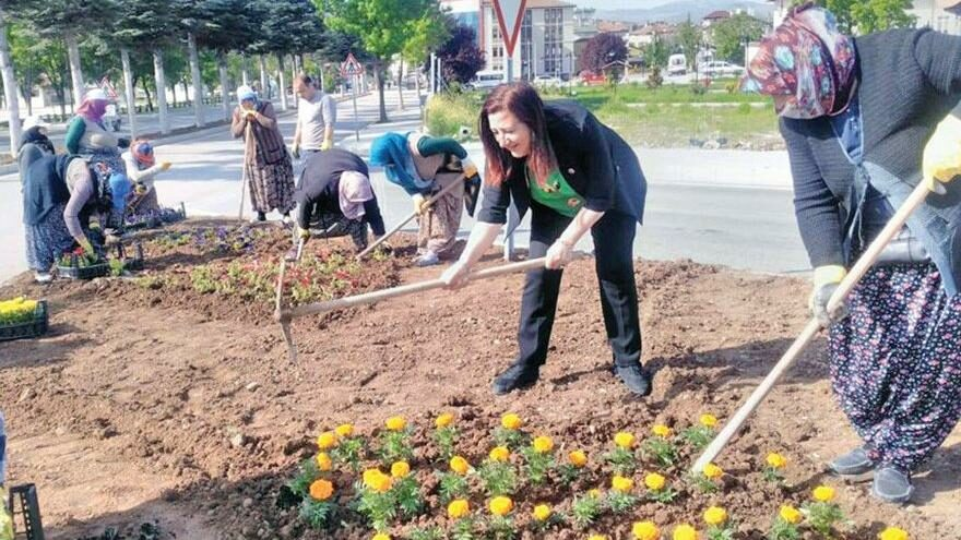 Biz kadınlar özgürlüğü Ulu Önder Atatürk sayesinde yaşıyoruz