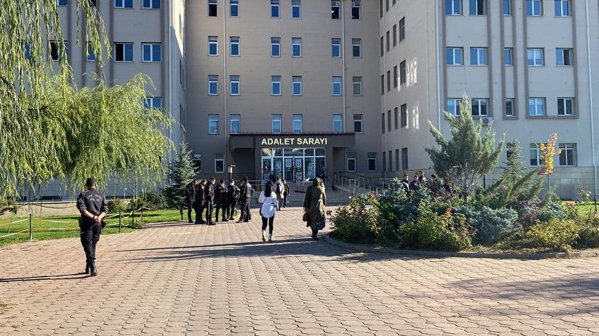 Kars'ta 6 kişinin öldürüldüğü olayın duruşmasında gerginlik çıktı