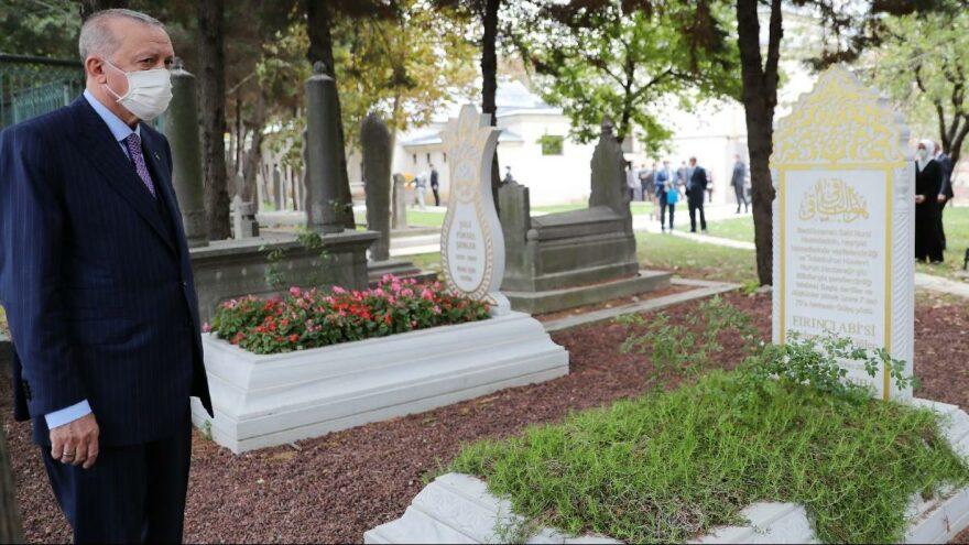 Erdoğan'dan mezarlık ziyareti