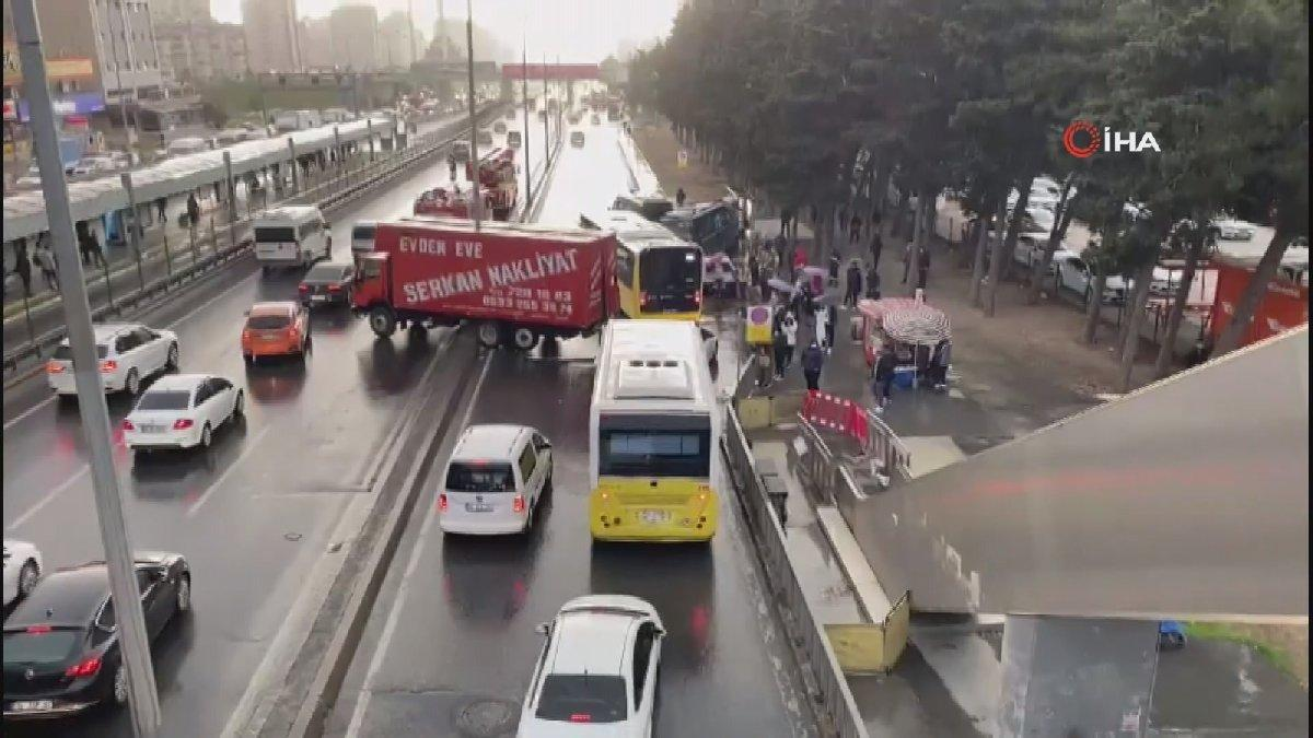 Beylikdüzü E-5 Yanyol'da zincirleme kaza! Trafik durma noktasına geldi