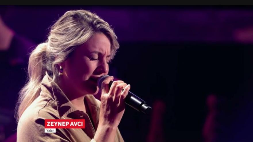 Türk kızı Almanları ağlattı… Türkçe şarkıyla yıktı geçti