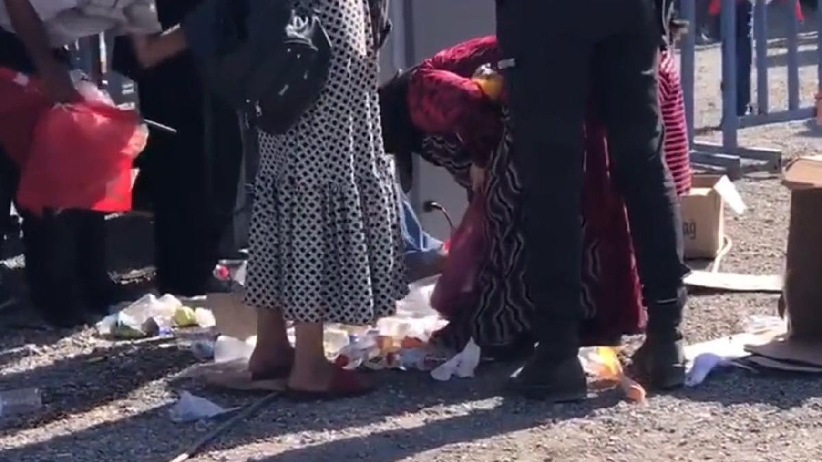 Bu görüntüler Erdoğan'ın katıldığı törende çekildi! Halk artan yiyecekleri topladı