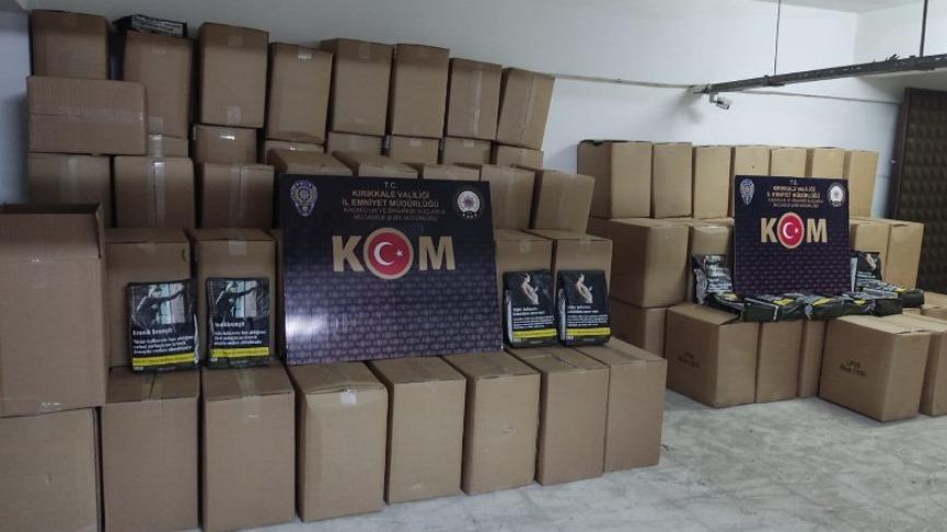 Polisin durdurduğu kamyonette 1.2 ton kaçak tütün ele geçirildi