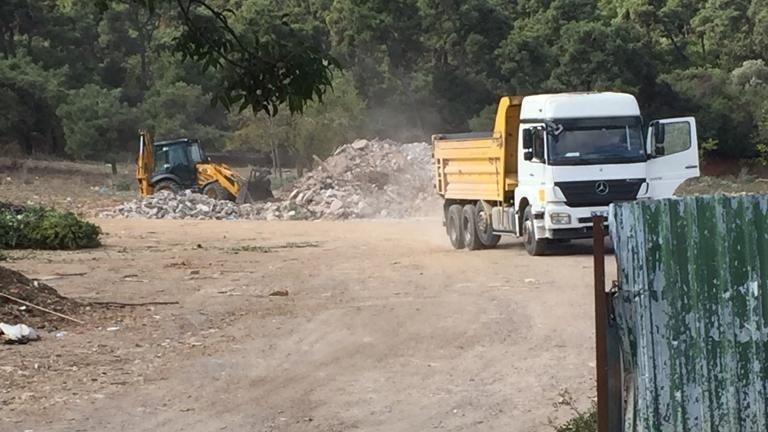 Büyükada'da inşaat atıklarını ormanlık alana döktüler