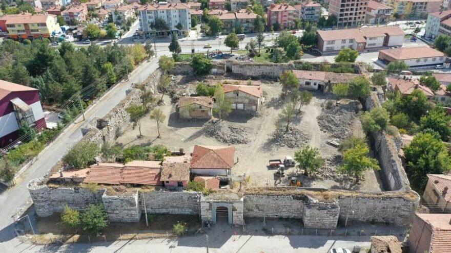 Yapı işgalinden kurtarılan tarihi kale turizme kazandırılıyor