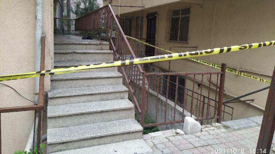 Küçükçekmece'de yeni nişanlanan genç merdivenlerde ölü bulundu