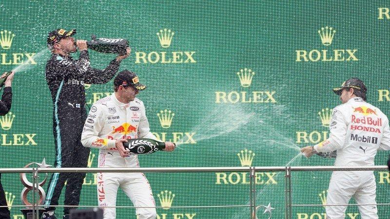Formula 1 Rolex Türkiye GP'de kupa seremonisi yapıldı
