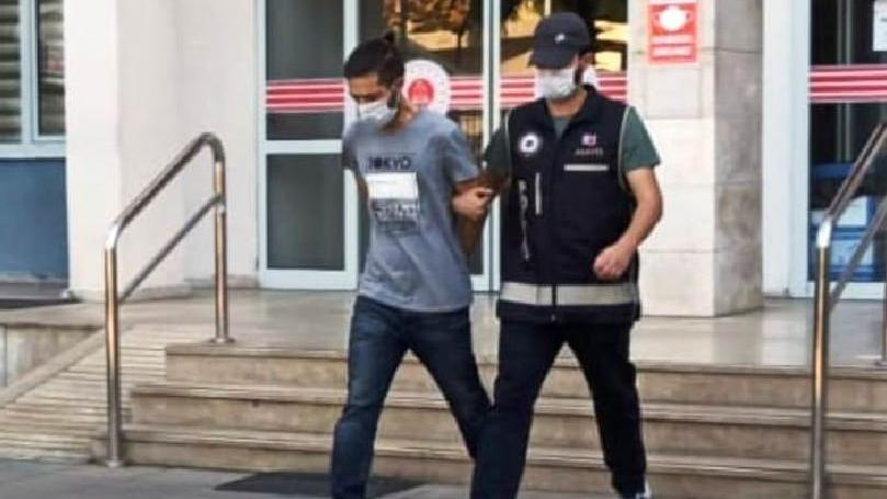 Aynı tişörtle dört kez hırsızlık yapınca yakalandı