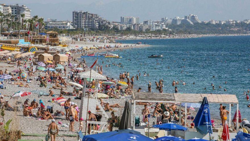 Antalya'da ekimde sahillerde yaz manzarası