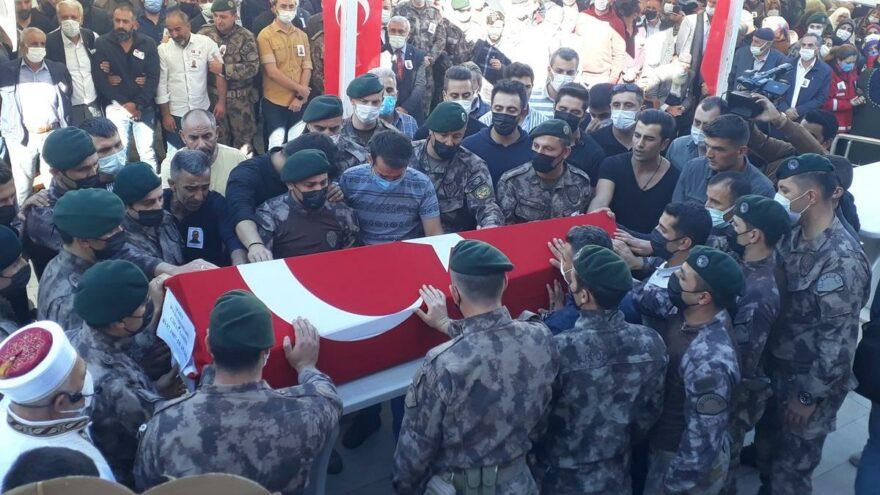 Şehit polis Cihat Şahin memleketi Elazığ'da son yolculuğuna uğurlandı