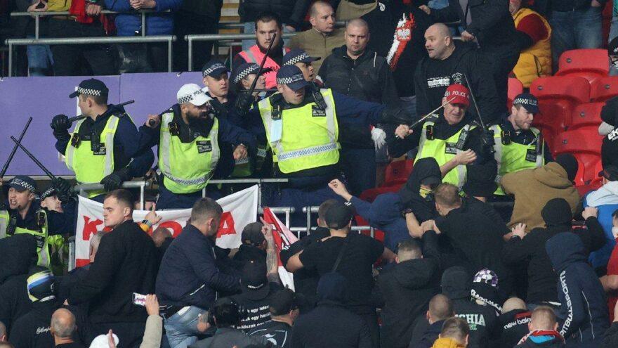 İngiltere-Macaristan maçında tribünler karıştı