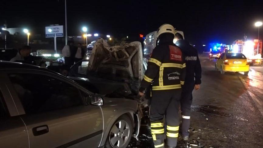 Kırıkkale'de iki otomobil kafa kafaya çarpıştı: 3'ü ağır 4 yaralı