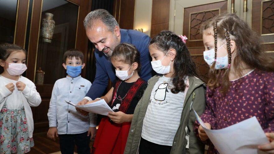 AKP'li belediyenin anaokulunda miniklere 'başkanı tanıyalım' dersi tepki çekti