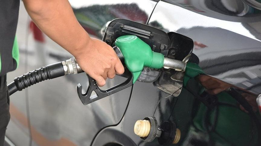 Fransa'da dizel yakıt fiyatında tüm zamanların rekoru kırıldı