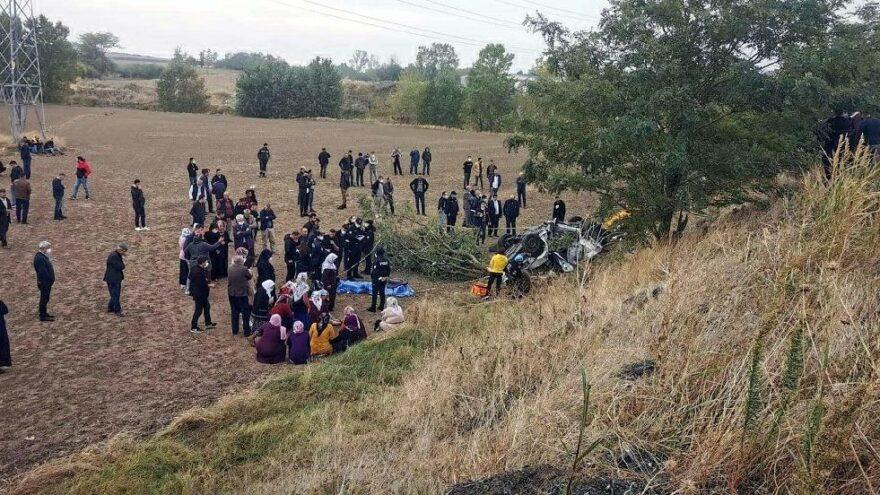 Tekirdağ'da otomobil, tarlaya yuvarlandı: 3 ölü
