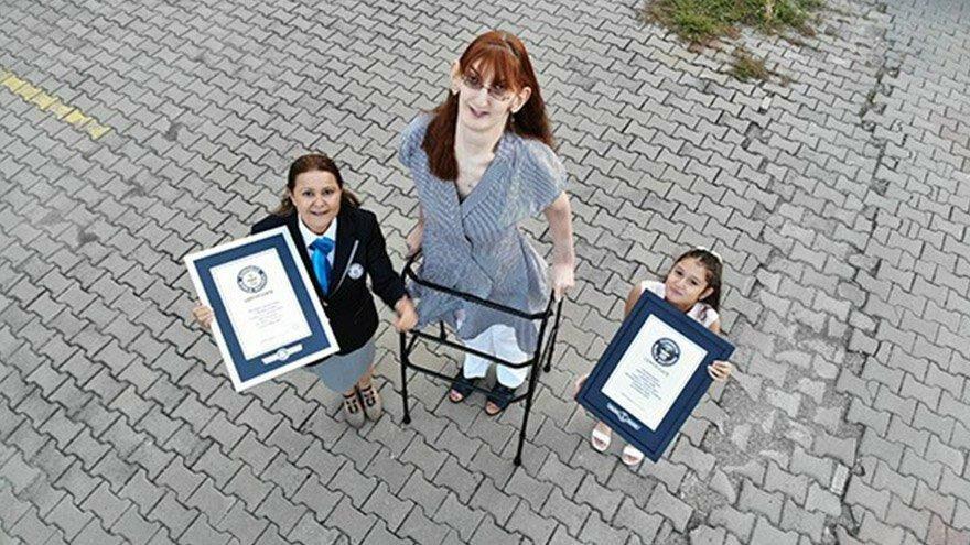 Dünyanın en uzun boylu kadını Rümeysa, Guinness Rekorlar Kitabı'na girdi