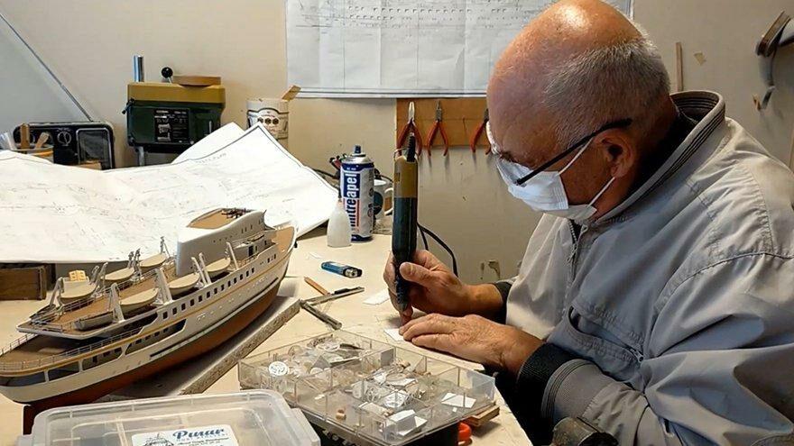 Çocukluk hayalindeki gemileri sanata dönüştürüyor