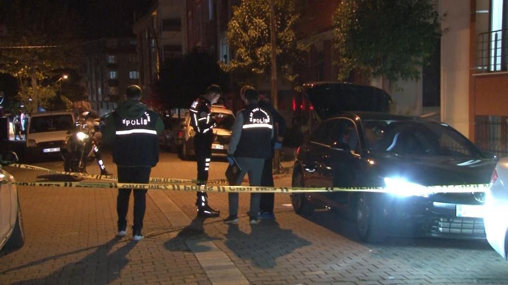 Avcılar'da 'dur' ihtarına uymayan şüpheliler polise ateş açtı