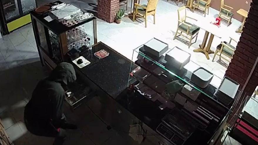 20 dakika arayla aynı dükkanı soydular