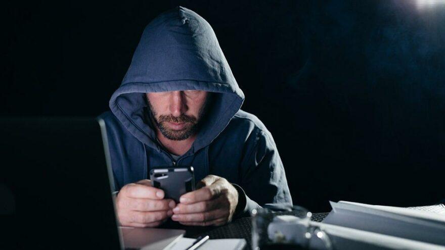 Karısının telefonuna casus yazılım yükleyen adama kötü haber