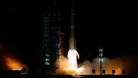 Çin, Shenzhou-13 insanlı uzay aracını uzaya fırlattı
